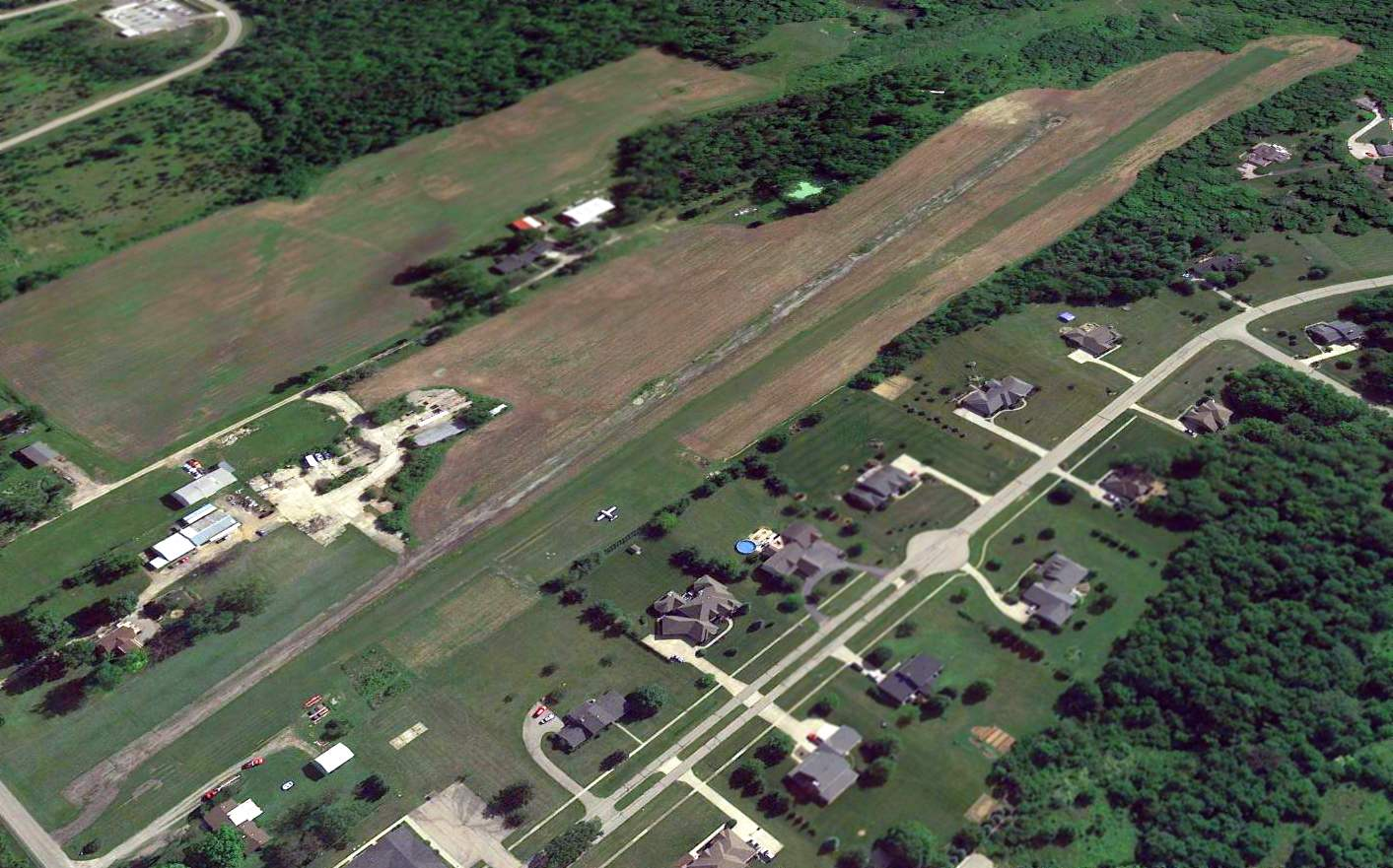 Abandoned Little Known Airfields Southwestern Ohio 1972 Amc Javelin Wiring Diagram A Circa 2014 2016 Photo Looking East At Brownies Lebanon Airport Showed The Deteriorated Asphalt Runway