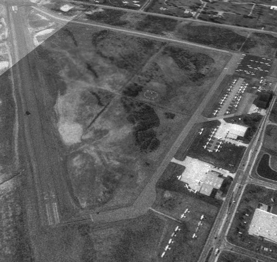 Abandoned Little Known Airfields Southwestern Ohio 1972 Amc Javelin Wiring Diagram Connected By 2 Long Paved Taxiways To A Ramp Small Buildings On The North Side